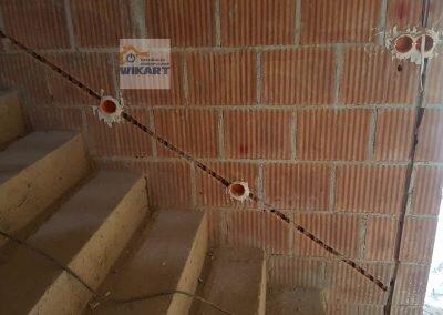 Bruzdowanie ścian i układanie przewodów (3)
