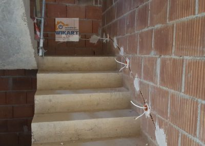 Bruzdowanie ścian i układanie przewodów (7)