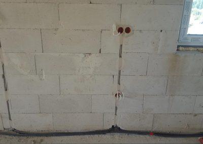 Montaż przewodów w bruzdach ściennych